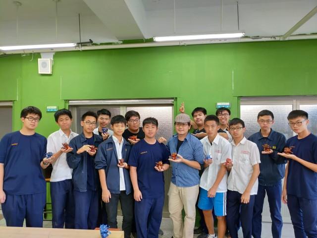 永丞老師協同教學課程照片(小飛龍公仔製作)